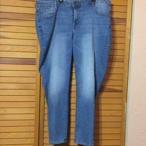 Old Navy Super Skinny Mid Rise Jean size 18